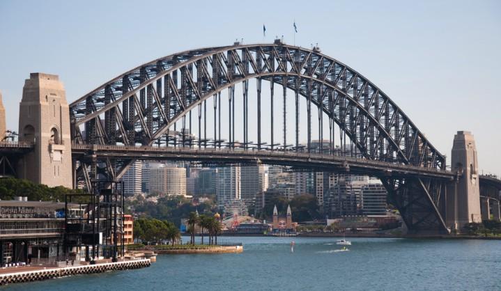 Арочный мост Sydney Harbor Bridge 1932 года с пролетом 503 м - stroyone.com