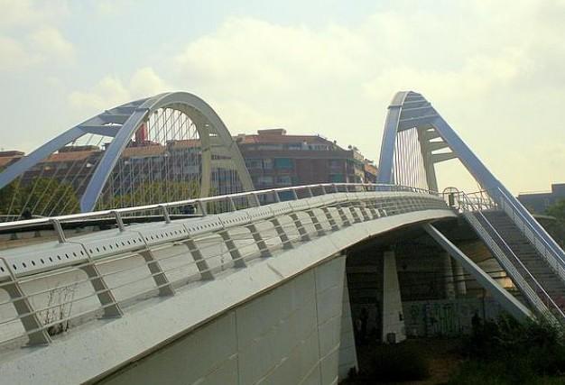 Пешеходный арочный мостФилиппа II в Барселоне