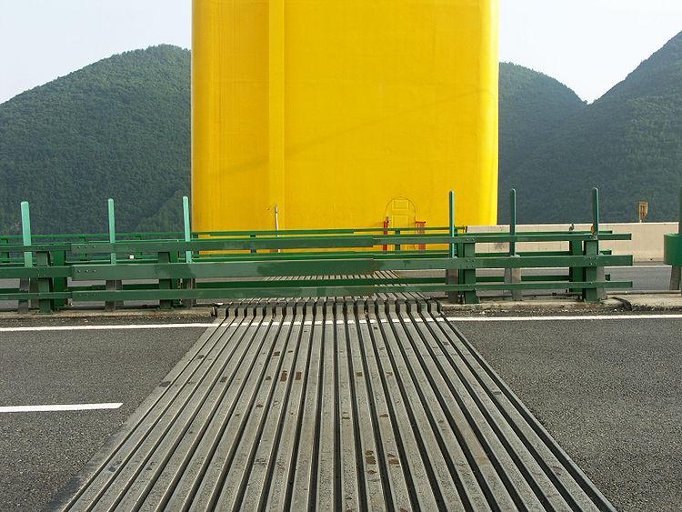 Деформационный шов восточного пилона Sidu River Bridge