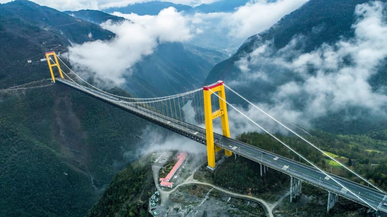 Длина центрального руслового пролета - 900 м - (Sidu River Bridge)
