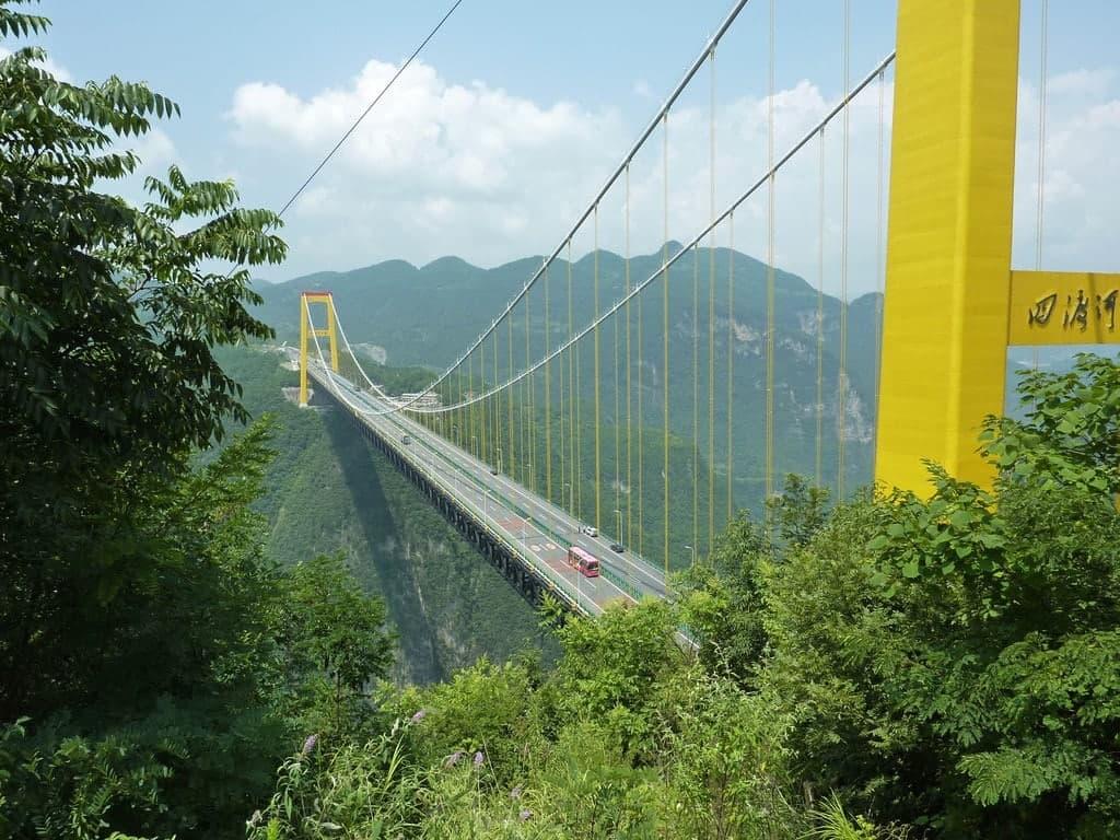 Общая длина висячего моста Sidu River Bridge 1222 м