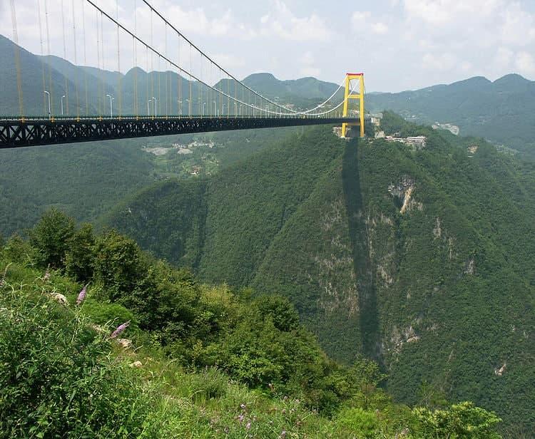 Общая ширина висячего моста Sidu River Bridge - 24,5 м