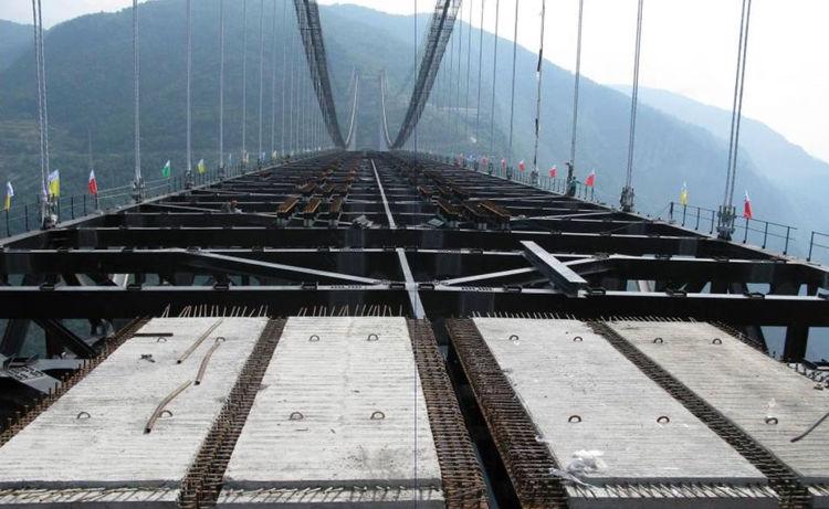 Сборные железобетонные плиты на висячем мосту Sidu River Bridge