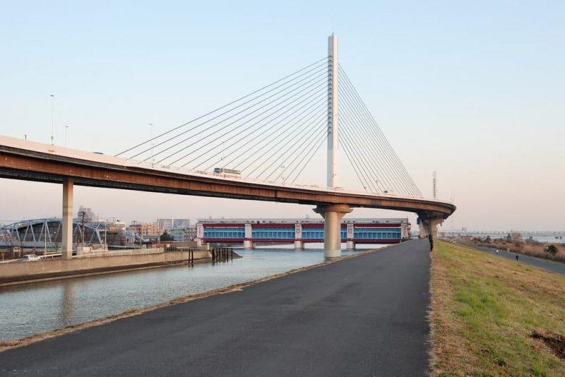 Katsushika Harp Bridge с пролетом 220 м